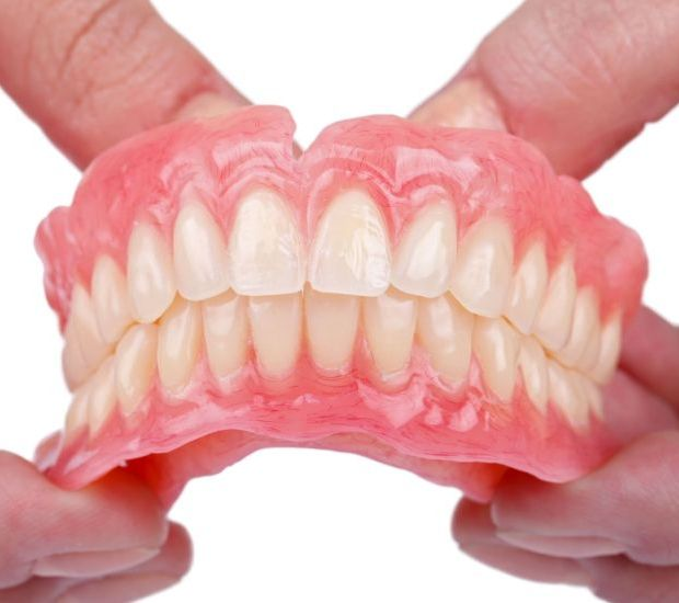 WhiteRabbit_Dental_750_3_Problems-That-Can-Arise-If-You-Eat-Without-Teeth-1 (1)